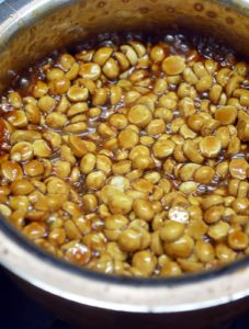 roasted gram added to jaggery syrup for pottukadalai urundai recipe
