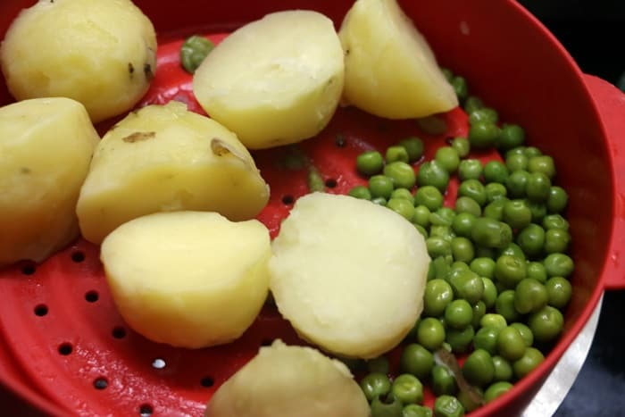 Boiled potatoes and peas for samosa stuffing