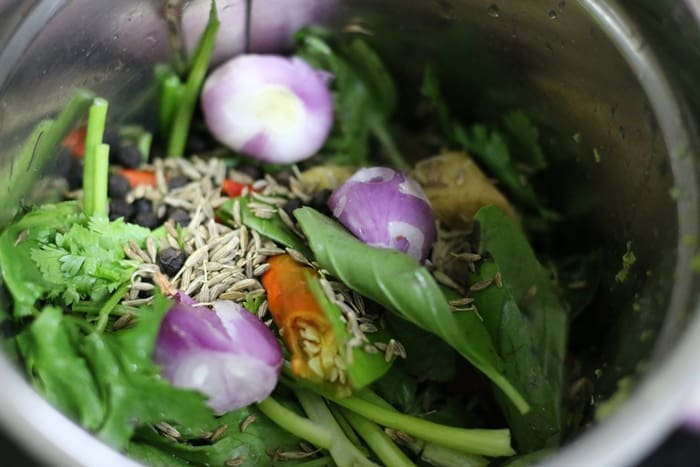 Step by step pictures-making thai green curry