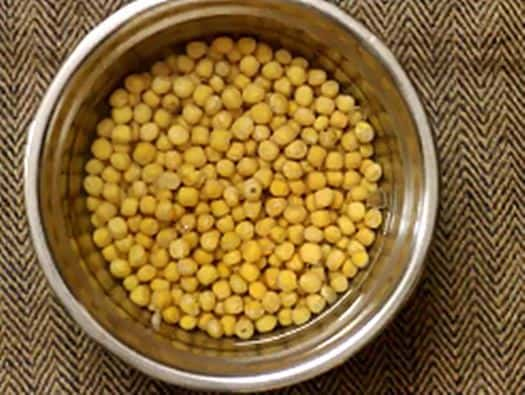 soaking white peas for masala puri recipe