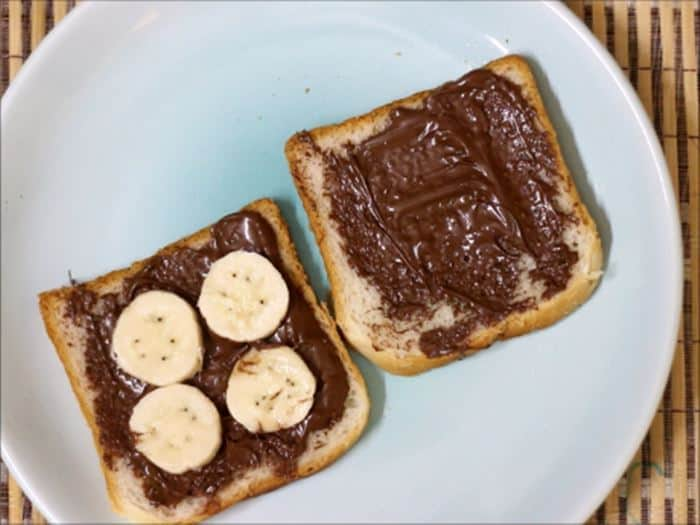 Placing bananas on top for chocolate sandwich
