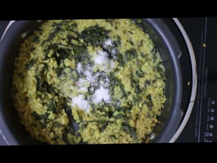 Making Manathakkali Keerai Kootu Recipe