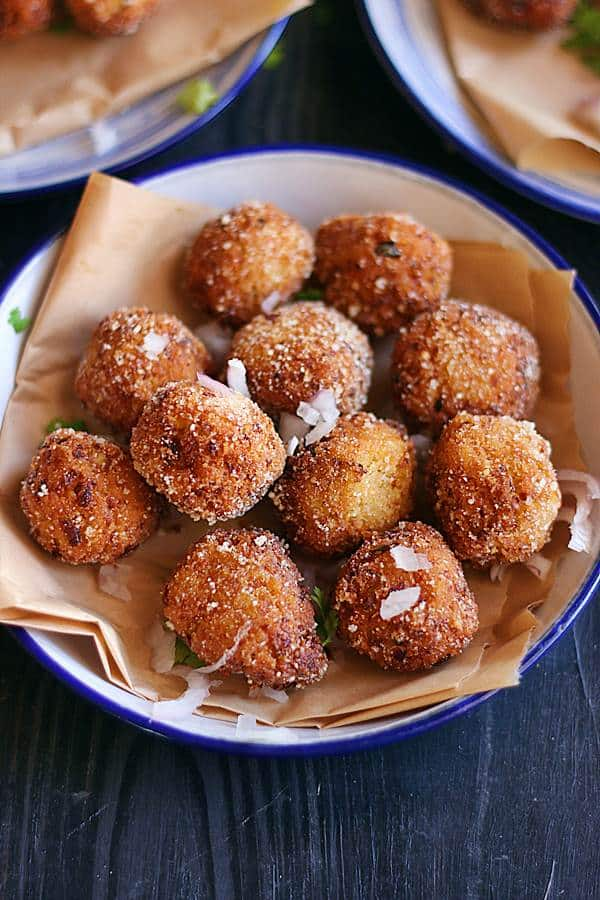 crispy cauliflower nuggets served for snacks