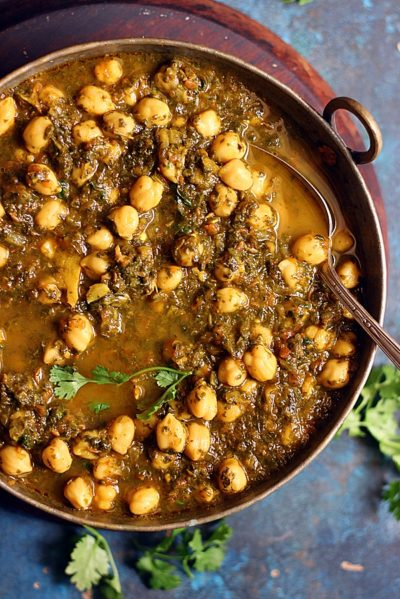 spinach and chickpea with mixed greens
